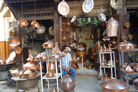 Metal pot shop in Medina